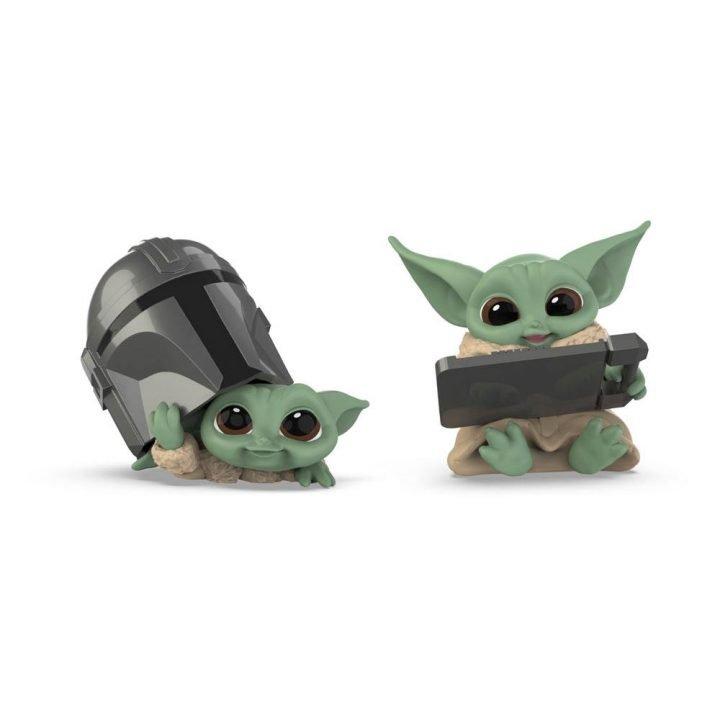 Star Wars The Mandalorian The Child Helmet Peeking & Datapad Tablet
